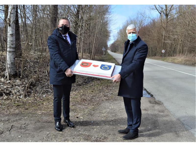 Palangos meras Šarūnas Vaitkus (kairėje) su priminė Klaipėdos rajono savivaldybės meru Broniu Markausku