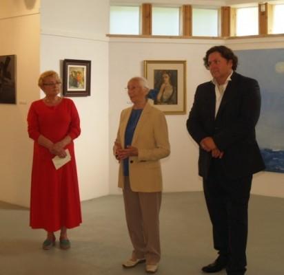 P. Lapės parodą pristato L. Turauskaitė, dalininko sesuo Zita ir E. Žukas.