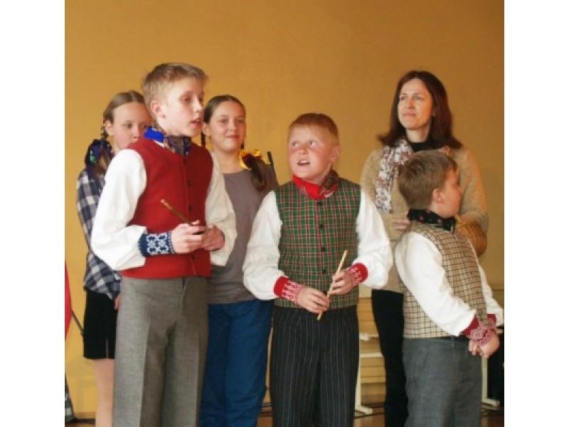 Moksleivių klubas surengė šventinį ataskaitinį susirinkimą-koncertą