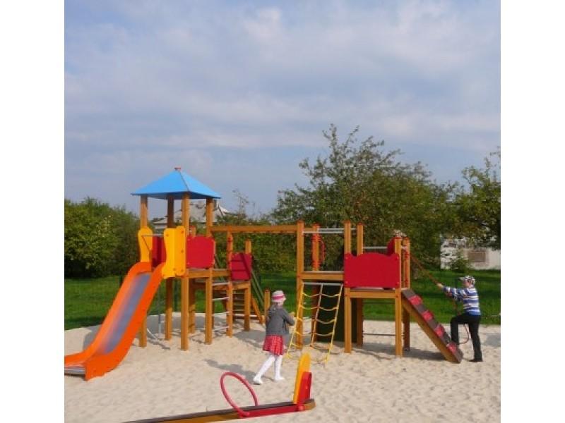 Parenkant žaidimų aikštelių įrenginius buvo atsižvelgiama ne tik į jų grožį, bet ir į saugumą.