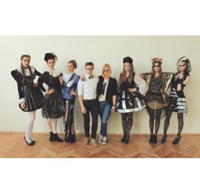 T. Bondarevas kartu su modeliais ir A. Baužyte.