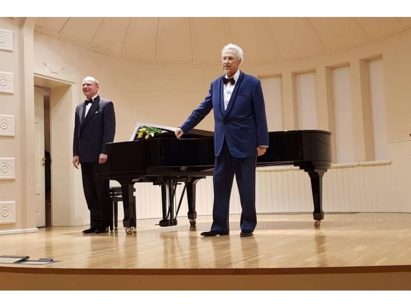 """u """"Palangos tilto"""" skaitytojais dalijamės įspūdžiais iš paskutiniojo V. Noreikos koncerto, kuris įvyko būtent mūsų mieste, Kurhauzo salėje, praėjusių metų lapkritį."""
