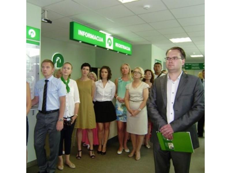 Klaipėdos teritorinės darbo biržos Jaunimo darbo centro skyriaus vedėjas P. Martinkėnas (dešinėje) pristatė JDC Palangoje atidarymo viziją, misiją, poreikį bei jaunimo situaciją Palangos darbo rinkoje.