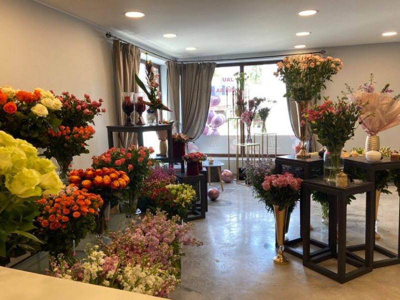 """Naujas gėlių salonas """"Happy Flowers"""" įsikūrė Plytų gatvė 3, Palanga."""