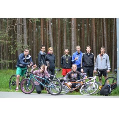 Palangos senosios gimnazijos mokiniai praėjusį šeštadienį atgaivino seną Palangos sporto tradiciją – organizavo dviračių varžybas.