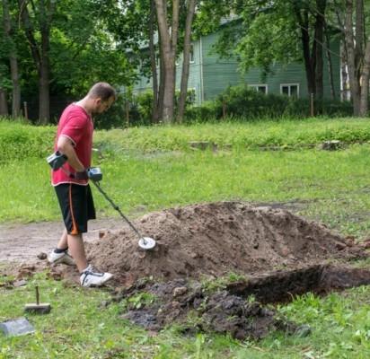 Vasarą prie klebonijos archeologai atliko archeologinius žvalgomuosius tyrimus. V. Janušonio nuotr.