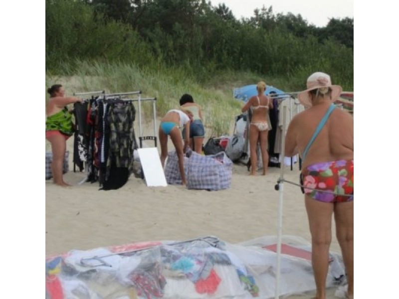 Palangos moterų paplūdimyje – turgus be persirengimo kabinų
