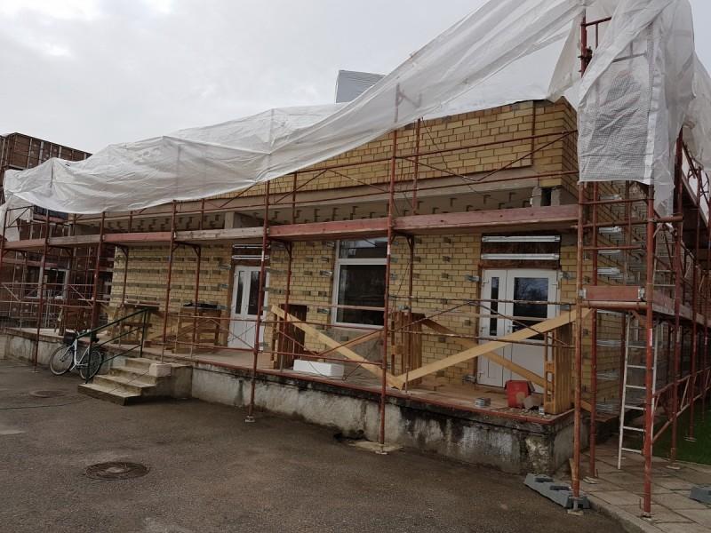 """Lopšelyje-darželyje """"Žilvinas"""" pluša statybininkai – vyksta atnaujinimo darbai"""