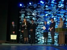 Palangos senąją gimnaziją su jubiliejumi sveikina švietimo ir mokslo viceministrė G.Krasauskienė.