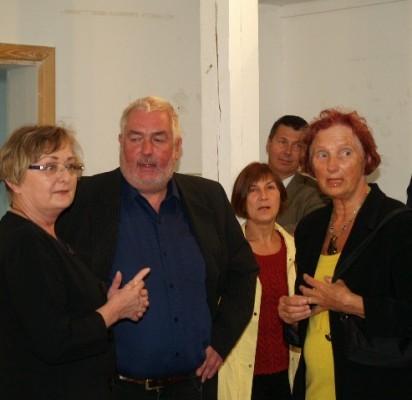 (iš kairės) L.B.Turauskaitė džiaugėsi galėdama pristatyti danų menininką H.Chr.Thomseną ir jo darbų parodą.