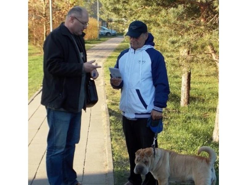 Prevencinės akcijos metu šunų augintojams primintos Gyvūnų laikymo taisyklės