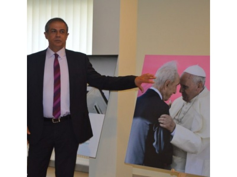 Šią fotografiją Izraelio ambasadorius Amir Maimon įvardijo kaip gražiausią pagarbos, meilės vienas kitam išraišką.