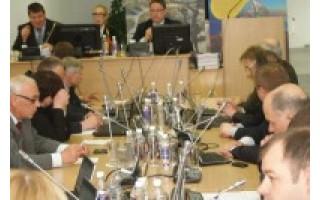 Taryba kelis vadovus skalpavo, jų daugumai – tyliai pritarė