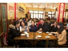 Pietūs su Kinijos fotografijos asociacijos vadybininkėmis.