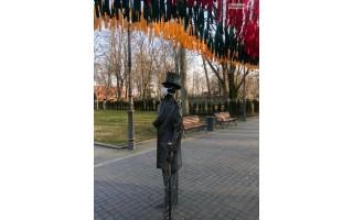 """Grafo Tiškevičiaus skulptūra solidarumo ženklan taip pat """"užsidėjo"""" apsauginę kaukę"""