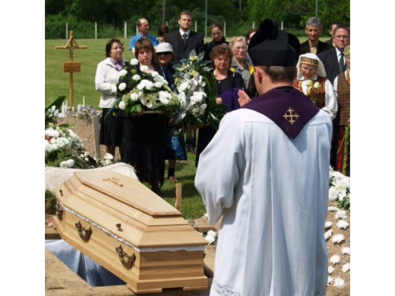 Šiandien, šeštadienį, amžinojo poilsio naujose Palangos kapinėse atgulė netikėtai užgesęs Palangos miesto savivaldybės Tarybos narys Giedrius Šatkauskas.