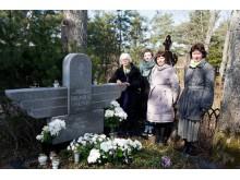 Kultūros dieną pagerbtas aviakonstruktorius B. Oškinis, prie kapo – jo dukros ir anūkės.