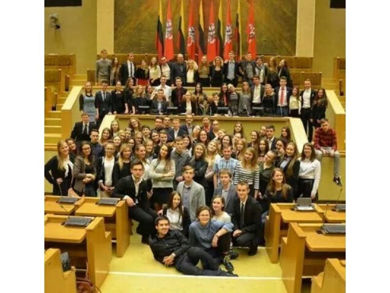 Aštuntosios kadencijos Lietuvos moksleivių parlamento nariai Seime.