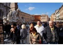 Gera nuotaika piligrimus lydėjo ir vaikštinėjant po Romos senamiestį. T.Žulkaus ir E.Kuznecovos asmeninio archyvo nuotr.