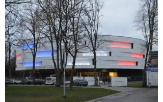 Koncertų salė nušvito Prancūzijos vėliavos spalvomis