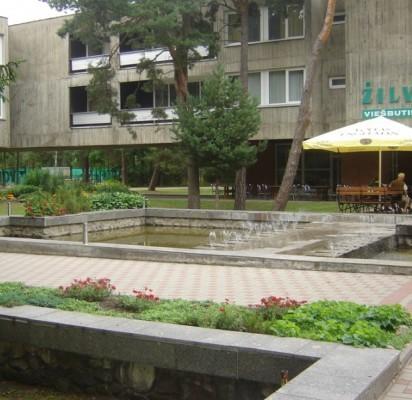 """Liepos mėnesį regioninio reikšmingumo kultūros vertybės statusas suteiktas 1969 m. pastatytam architekto Algimanto Lėcko projektuotam viešbučiui """"Žilvinas""""."""
