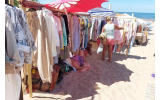 Nuogalės atskleidė, kuo iki šiol jas vilioja Palangos moterų paplūdimio turgus