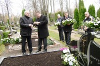 Aplankė mirusių  kolegų ir grafo Tiškevičiaus kapus