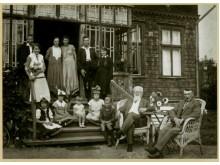 Jonas Šliūpas su šeima ir giminėmis Ragauskais. Palanga, 1933 m. / Lietuvos nacionalinis muziejus.