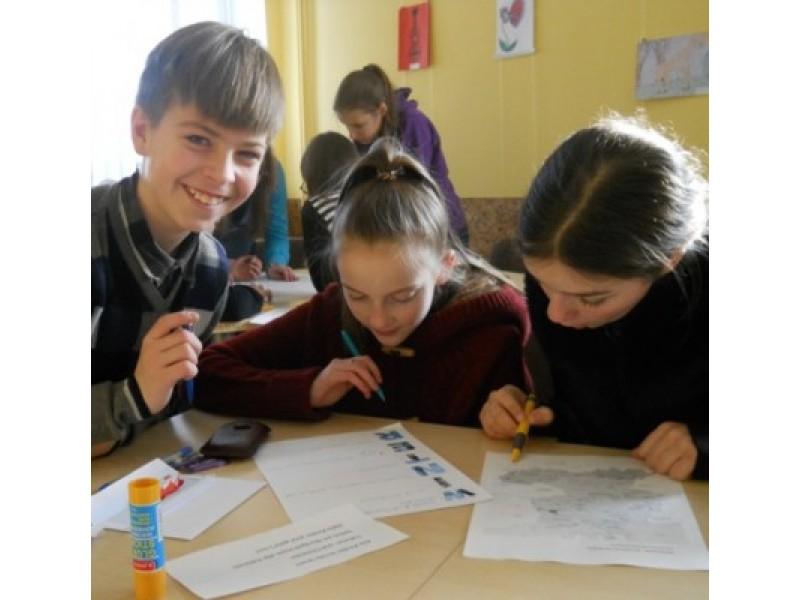 Abiejų mokyklų šeštokų komandos dainavo, skaitė, rašė, atliko smagias ir įdomias užduotis, susipažino su Vokietija.