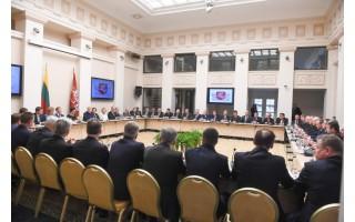 Meras Šarūnas Vaitkus kartu su kitais 56 merais- pas Prezidentę