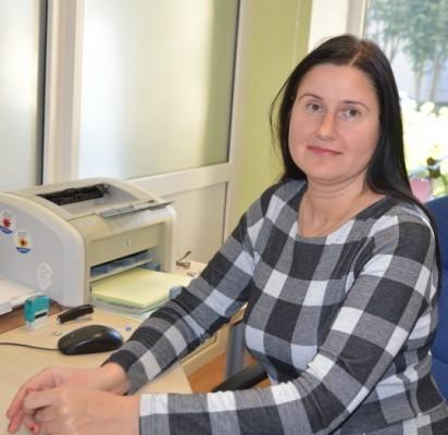 """Buhaltere-kasininke UAB """"Palangos komunalinis ūkis"""" du dešimtmečius dirbanti Renata Bučmienė neįsivaizduoja savęs nei kitame mieste, nei kitoje darbovietėje."""