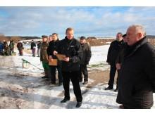 Savivaldybės administracijos direktorius V. Domarkas tikino, jog malonu matyti ne tik gausiai susirinkusius žvejus, bet ir puikiai sutvarkytą Tūbausių tvenkinio aplinką.