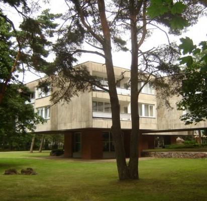 """Liepos mėnesį į Kultūros vertybių registrą įrašytas 1969 m. pastatytas architekto Algimanto Lėcko projektuotas viešbutis """"Žilvinas""""."""