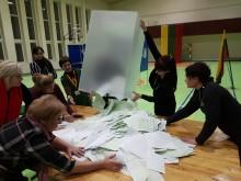 Rinkimų biuleteniai pažiro