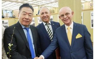 Antanas Vinkus Seime susitiko su Čiunės Sugiharos sūnumi Nobuki ir Izraelio ambasadoriumi Lietuvai Yossefu Levy