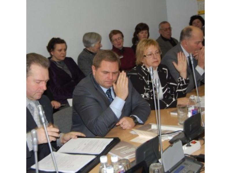 """TS-LKD frakcija kryptingai dirba įgyvendindama rinkimų programos """"Už modernų kurortą"""" punktus (iš kairės: D.Želvys. M.Skritulskas, E.Kuznecova, D.Sebeckas)."""