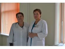 Nuoširdžiai gimdyvėmis besirūpinančios gydytojos V. Jurgaitienė bei J. Švėgždienė.
