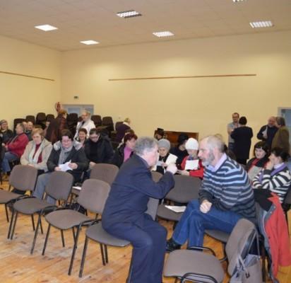 Šeštadienį į mokyklos salę rinkosi  Šventosios bendruomenės pakviesti miestelio gyventojai.