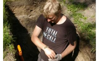 Senojo miesto vietoje esančiame klebonijos kieme aptikta archeologinių radinių