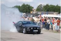 Palangos gatves užtvindys amerikietiški automobiliai bei motociklai