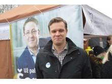 Europarlamentaras Gabrielius Landsbergis vaišinosi stintomis kurorto konservatorių palapinėje