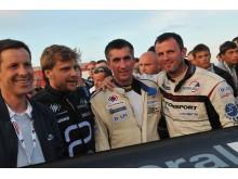 """Tradicines 1000 kilometrų autolenktynes savaitgalį laimėjo Nemunas Dagilis (trečias iš kairės), atstovaujantis komandai """"General Financing-Autopaslauga""""."""