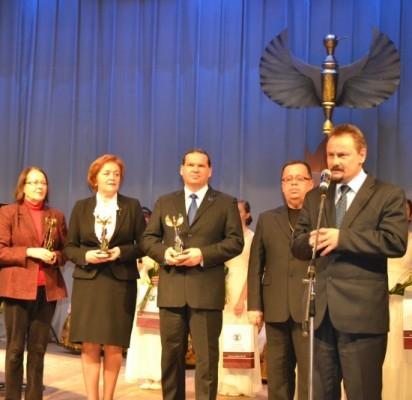 """""""Auksinis feniksas""""  Palangos kultūros centro direktoriaus pavaduotojui Nerijui Stasiuliui įteiktas kaip geriausiam metų kultūros ir meno kūrėjui."""