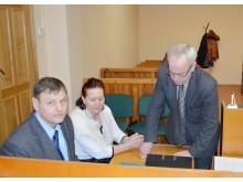 V. Korsakas, V. Bertašienė ir K. Skierus rengiasi teismo posėdžiui.