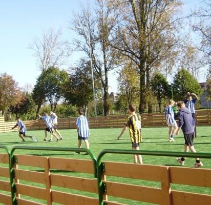 Universali sporto aikštė tapo Šventosios jaunimo traukos centru