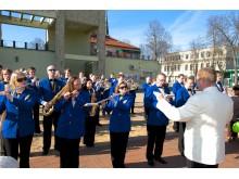 Aikštėje skambėjo Palangos orkestro atliekamos melodijos.
