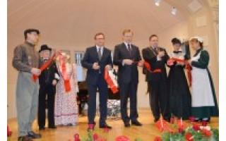Atgimusiame Kurhauze svečius pasitiko grafų Tiškevičių epochos dvasia
