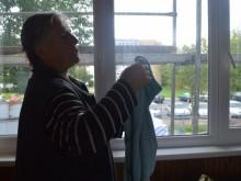 V. Petraitienė tikino nebespėjanti valyti užlieto balkono.