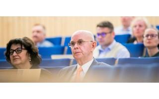 Pirmajam 2020–2024 metų Seimo kadencijos posėdžiui pirmininkaus 77 metų Antanas Vinkus