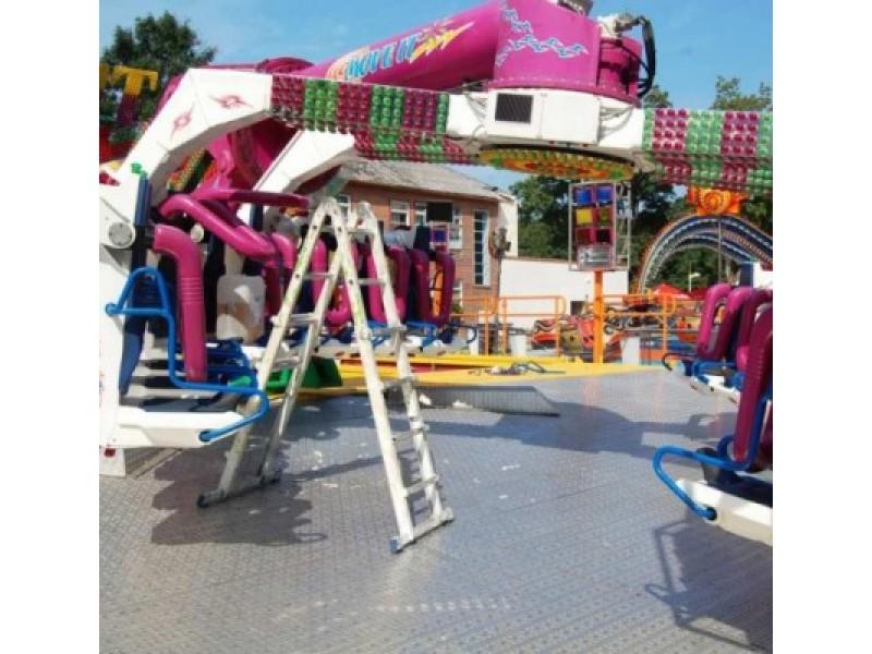 Dingus elektrai olandų atrakcionas-centrifuga įkalino vaikus aukštyn kojomis